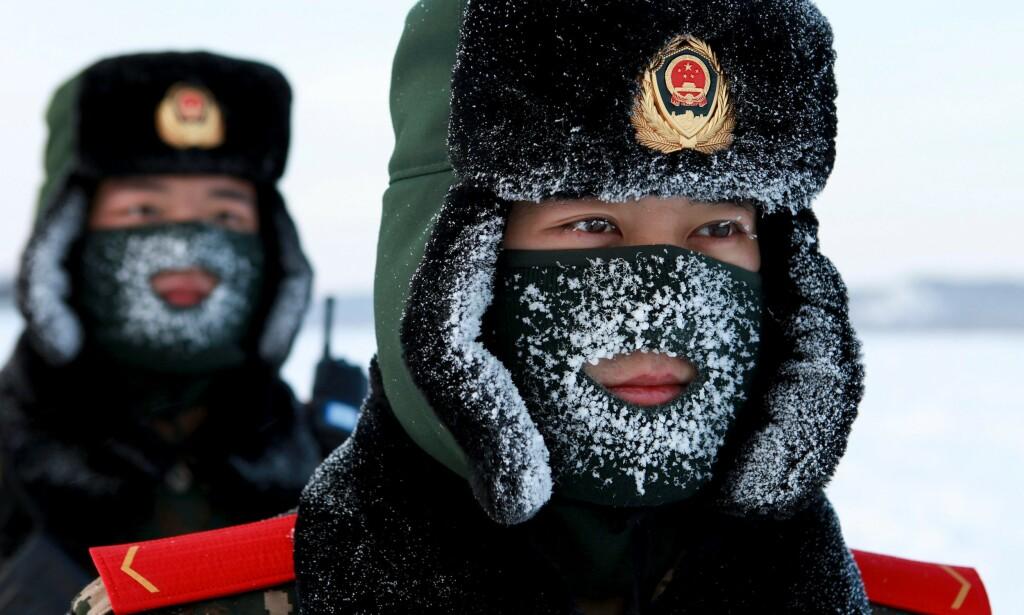 SER NORDOVER: Etterretningstjenesten mener Norge må være forberedt på et tydeligere kinesisk nærvær også i norske nærområder. Etterretningssjef Morten Haga Lunde mener Norge ikke kan utelukke at kinesiske marinefartøy i framtida kan komme til å patruljere i Arktis. Her kinesiske paramilitære grensevakter avbildet nord-øst i Kina. Foto: AFP / NTB Scanpix