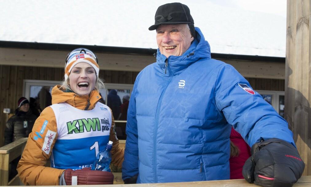 <strong>STJERNEDUO:</strong> Therese Johaug skal prøve å få Kong Harald til å smile igjen når hun er storfavoritt på tremila i Seefeld. Foto: Terje Pedersen / NTB scanpix
