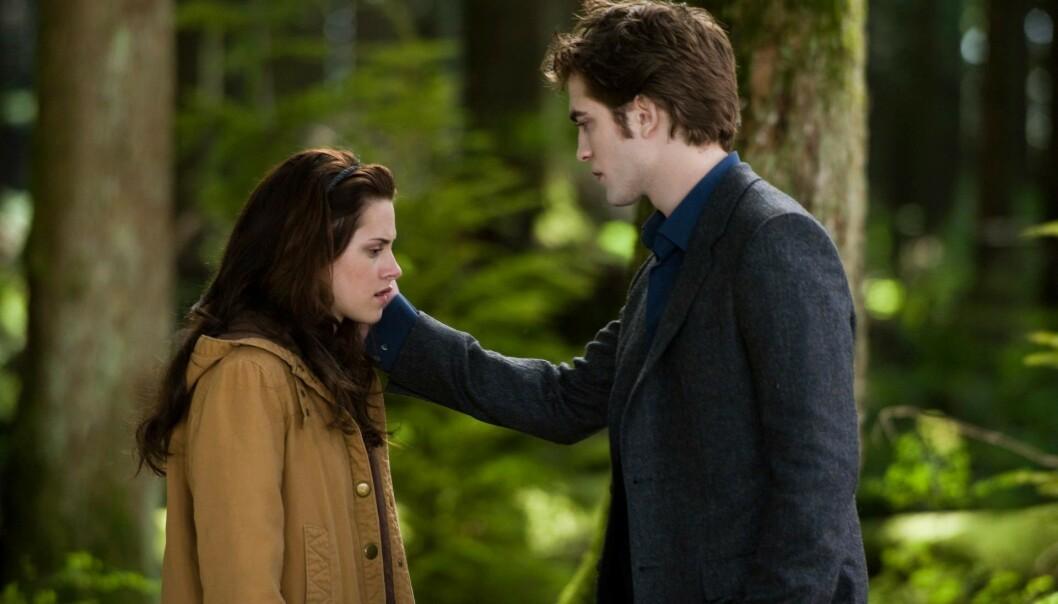 SUKSESS: Kjærlighetshistorien mellom Bella Swan og vampyren Edward Cullen ble en enorm suksess da første film kom ut på kino 2008. FOTO: Summit Entertainment