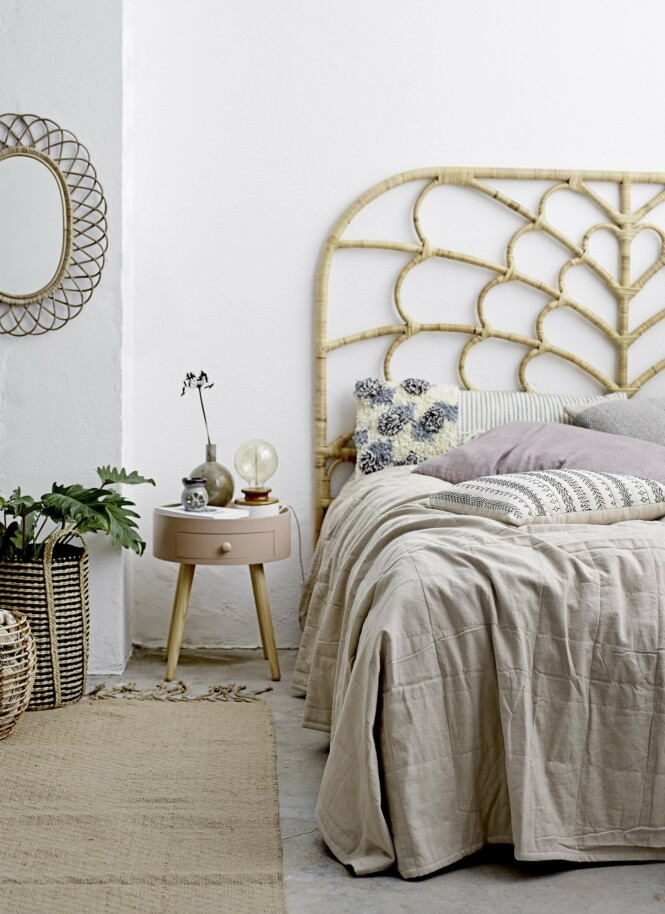 Ulike teksturer på tekstiler og materialer gir liv og varme til rommet. Foto fra Bloomingville.