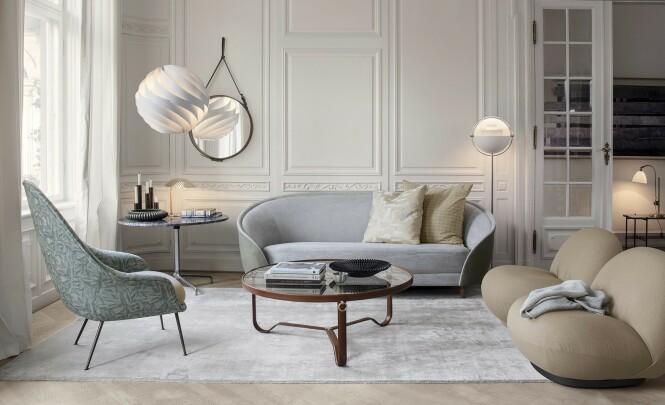 Det danske familieforetaket Gubi jakter etter klassiske designikoner over hele verden, som de gjenoppliver. Møblene og objektene passer perfekt for den myke, runde trenden vi ser nå.