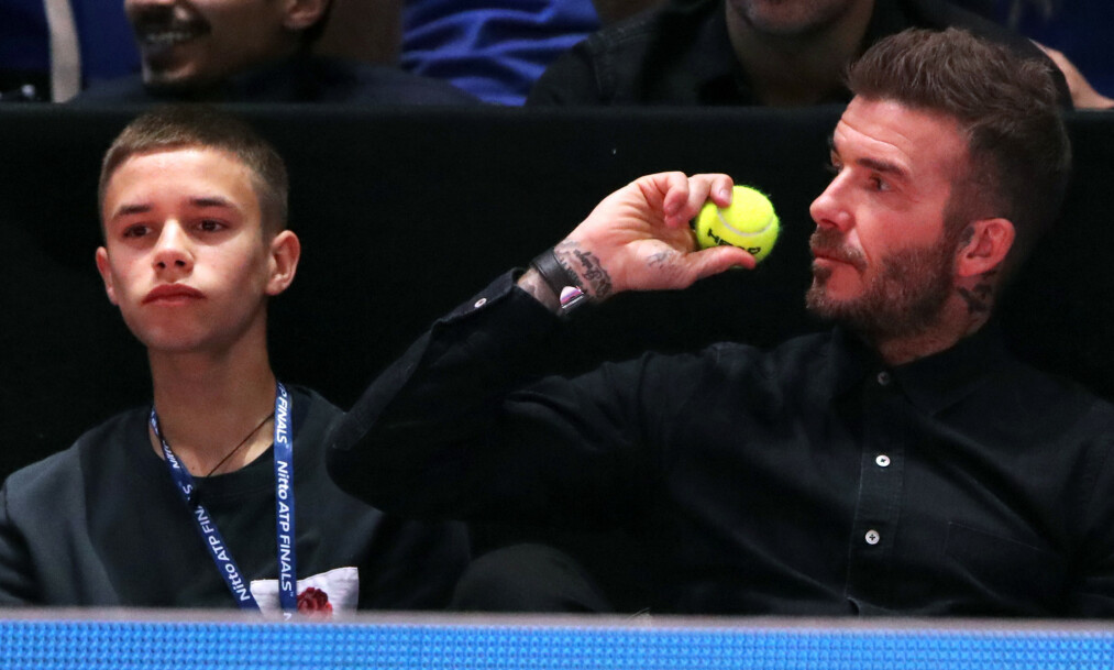 GLAD I TRENING: David Beckham forsøker tilsynelatende å få sønnene Romeo og Cruz Beckham i god form. Denne uken la Beckham ut videoklipp av sønnene på løpetur. Her sammen med sønnen Romeo i november i fjor. Foto: NTB Scanpix