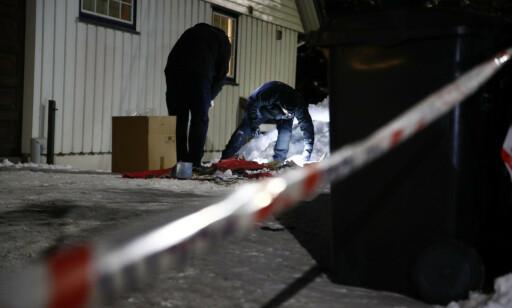 SØPPELBRANN: Søppelkassa utenfor boligen til familien Wara ble tent på. Foto: Terje Pedersen / NTB Scanpix