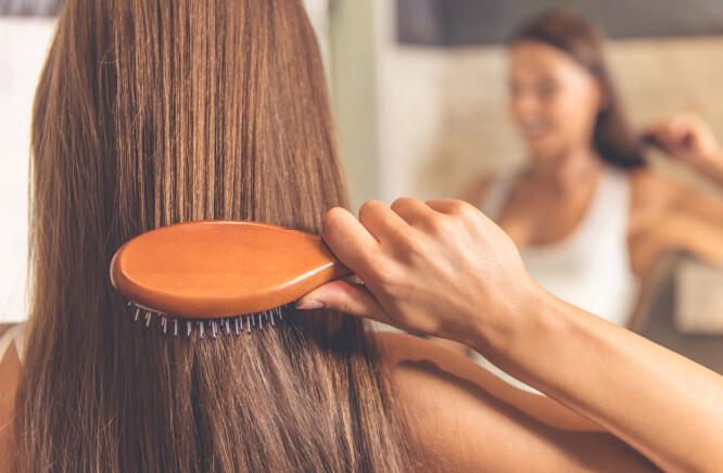 NATURLIG: Nå mener ekspertene at det er naturlig hår som gjelder. Lufttørket, produktfritt og mykt hår! FOTO: NTB Scanpix