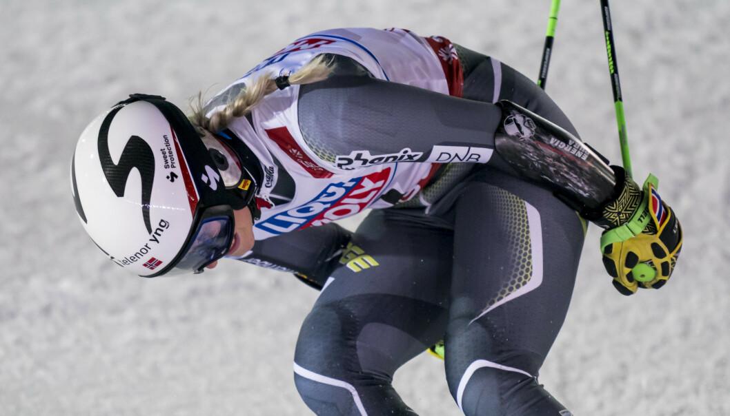 <strong>GA ALT:</strong> Ragnhild Mowinckel kjørte det remmer og tøy kunne holde, men det var akkurat ikke nok for en ny pallplass i Åre. Foto: Fabrice COFFRINI / AFP /NTB scanpix