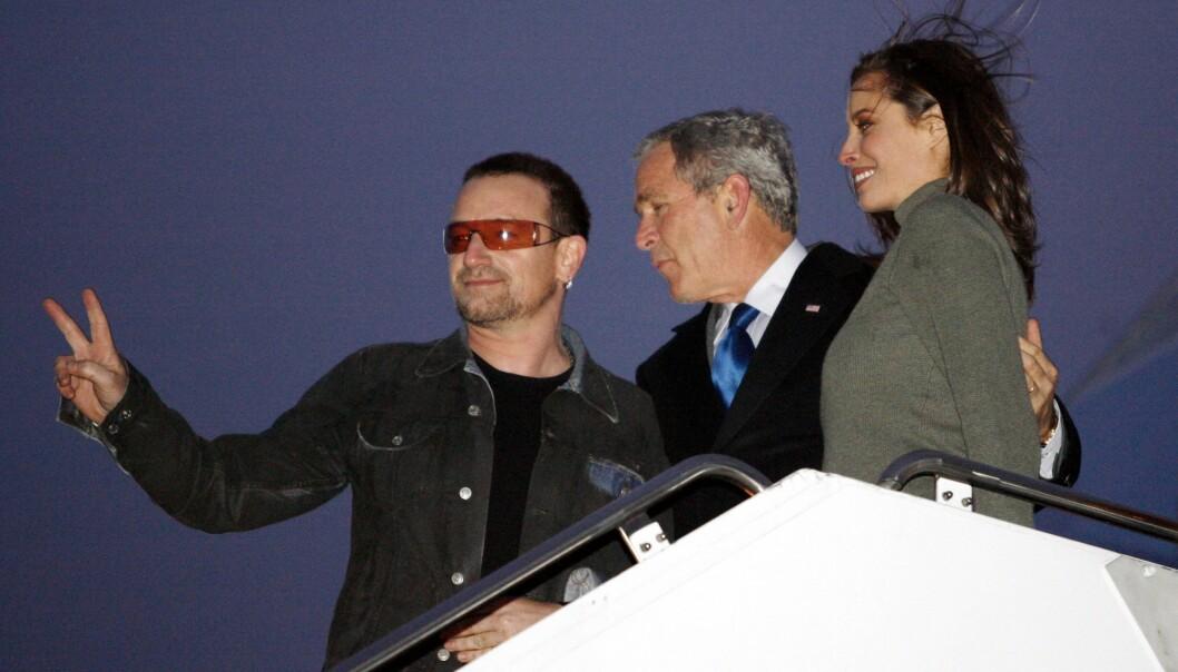 <strong>SUPERSTJERNE:</strong> Ingen skal betvile Turlingtons status i bransjen. Her er hun fotografert sammen med Bono og president George W. Bush i 2006. Foto: NTB scanpix