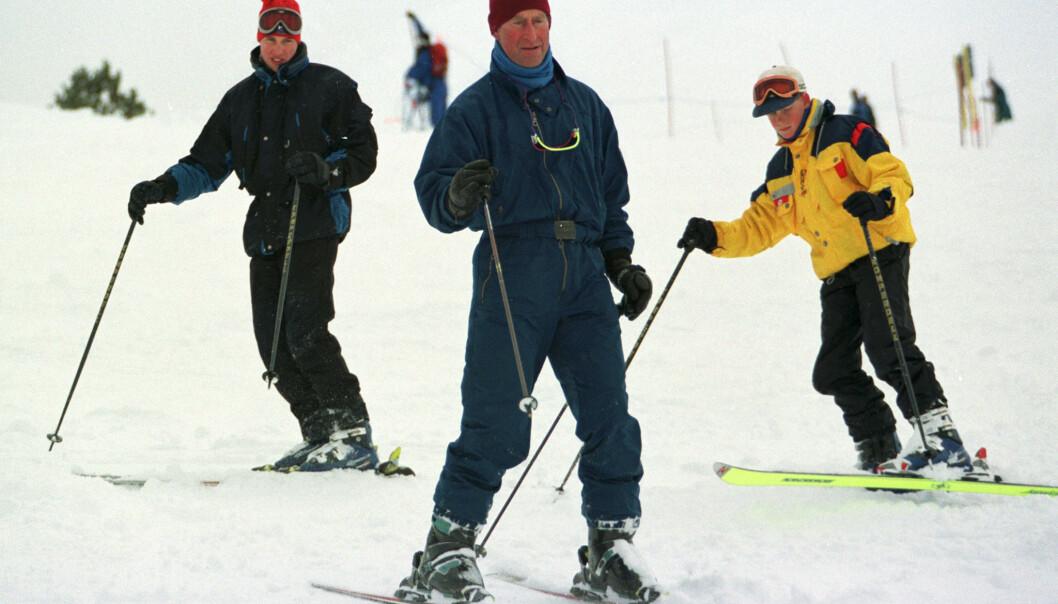 1998: Prince William, Prince Charles og Prince Harry på skitur i Whistler Mountain i Canada. FOTO: NTB Scanpix