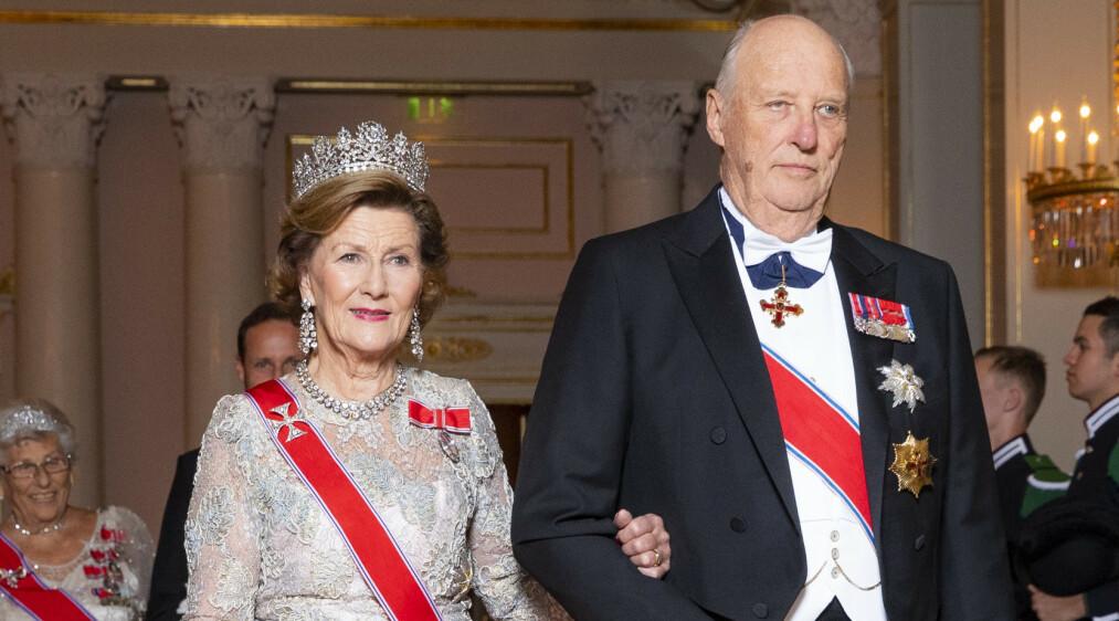 <strong>SITTER TIL HAN DØR:</strong> Kong Harald er fast bestemt på sitte ved tronen til dagen han går bort. Foto: NTB Scanpix
