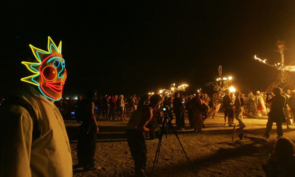 BURNING MAN: Kunst- og fellesskapsfestivalen har blitt svært attraktiv for kommersielle de siste årene. Nå setter arrangøren foten ned. Foto: AP