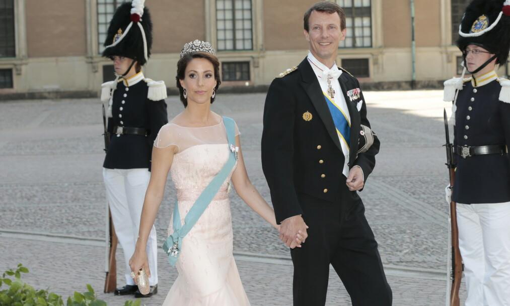 FÅR KRITIKK: I september flytter prins Joachim og prinsesse Marie til Paris med sine to barn. Med seg får de kongelig apanasje. Her i bryllupet til prinsesse Madeleine og Chris O'Neill i 2013. Foto: NTB Scanpix