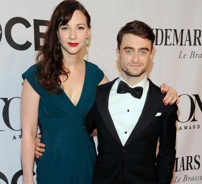 KJÆRESTER: Daniel Radcliffe sammen med kjæresten Erin Darke under Tony-utdelingen i 2014. Foto: NTB Scanpix