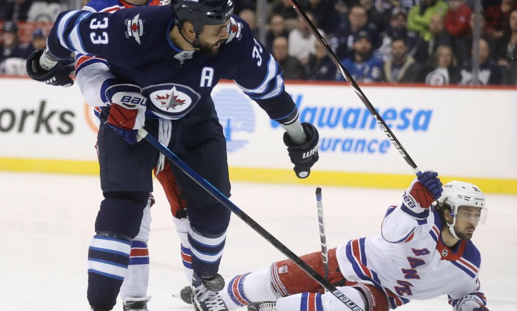 SEIER: Mats Zuccarello (liggende) og New York Rangers slo Buffalo Sabres. Foto: THE CANADIAN PRESS/Trevor Hagan