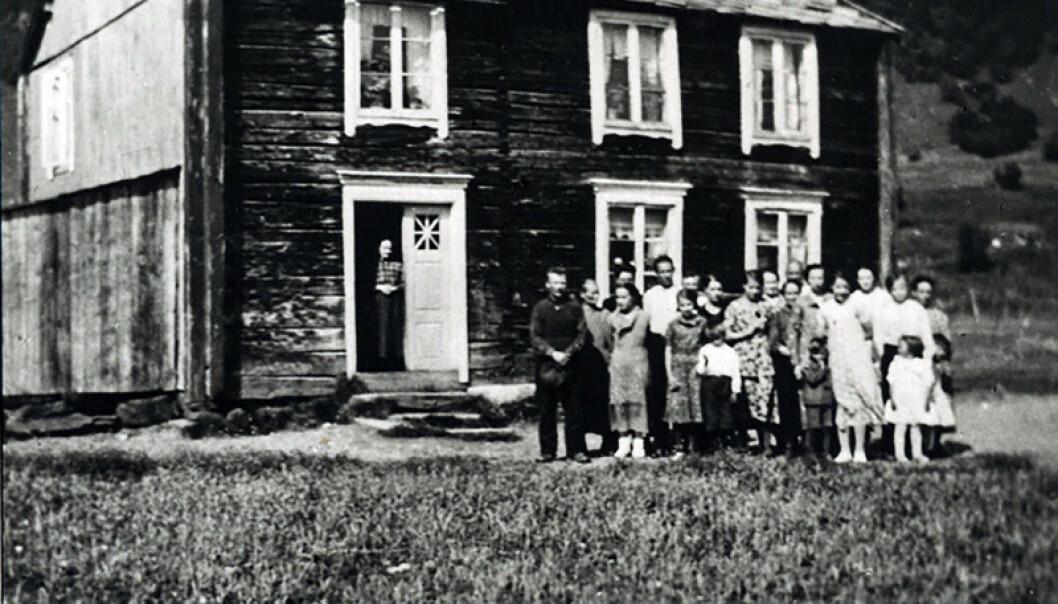 <strong>HJEMME:</strong> I dette huset bodde familien til Bjørn Harald Larssen sammen med en annen familie, i alt 30 personer. Flere av dem døde av tuberkulose. Foto: Privat.