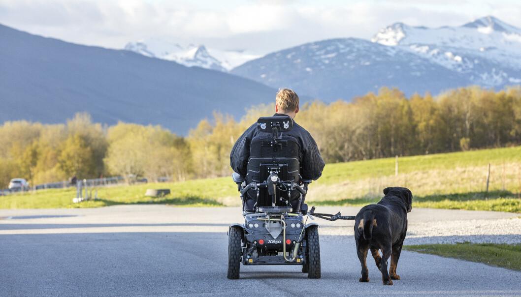 Rullestolbrukere kan få sette opp farten, om Regjeringen får det som de vil. Foto: Gorm Kallestad / NTB scanpix
