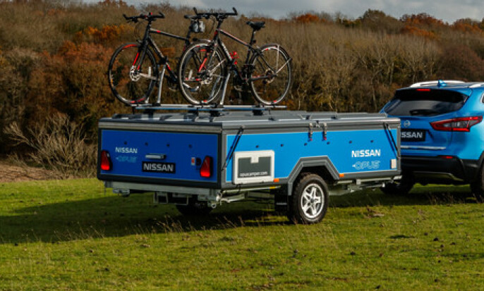 SAMMENSLÅTT: Vogna kommer som en henger, og har også lagringsplass på toppen til sykler eller kajakk. Foto: Nissan/OPUS