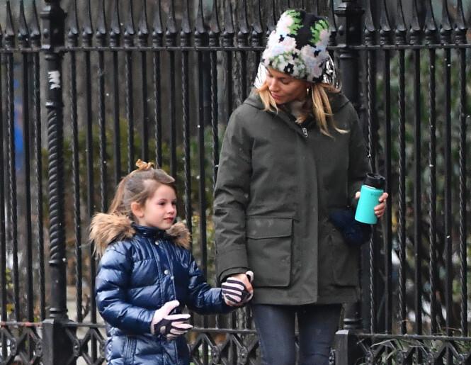 MOR: Sienna sammen med datteren Marlowe Ottoline Layng Sturridge, som har rukket å bli hele seks år. Foto: NTB Scanpix