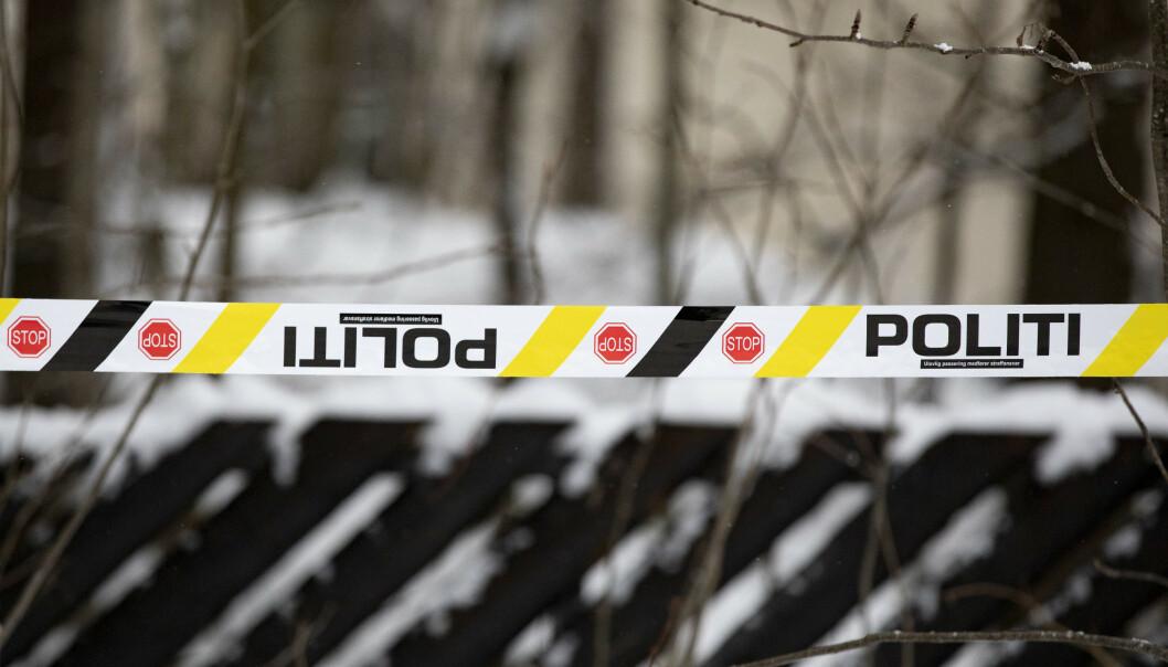 Politiet bruker store ressurser på den mulige bortføringen Lørenskog. Her har de sperret av eiendommen til Tom og Anne-Elisabeth Hagen i Sloraveien på Fjellhamar. Foto: Fredrik Hagen / NTB scanpix