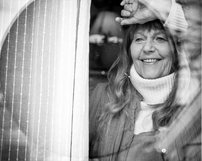 AKTIV DAME: Eva von Hanno har bak seg et langt liv som kunstner. Og er på langt nær ferdig. I en alder av 73 år har hun stadig nye prosjekter, både på scenen og bak staffeliet. FOTO: Astrid Waller
