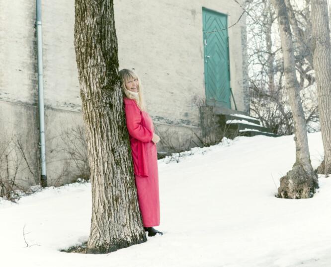 SCENEVANT: Eva von Hanno utenfor Edvard Munchs atelier på Ekely. Innenfor den grønne døren skal hun spille «Oda - Satans kvinne», med premiere 14. mars. FOTO: Astrid Waller