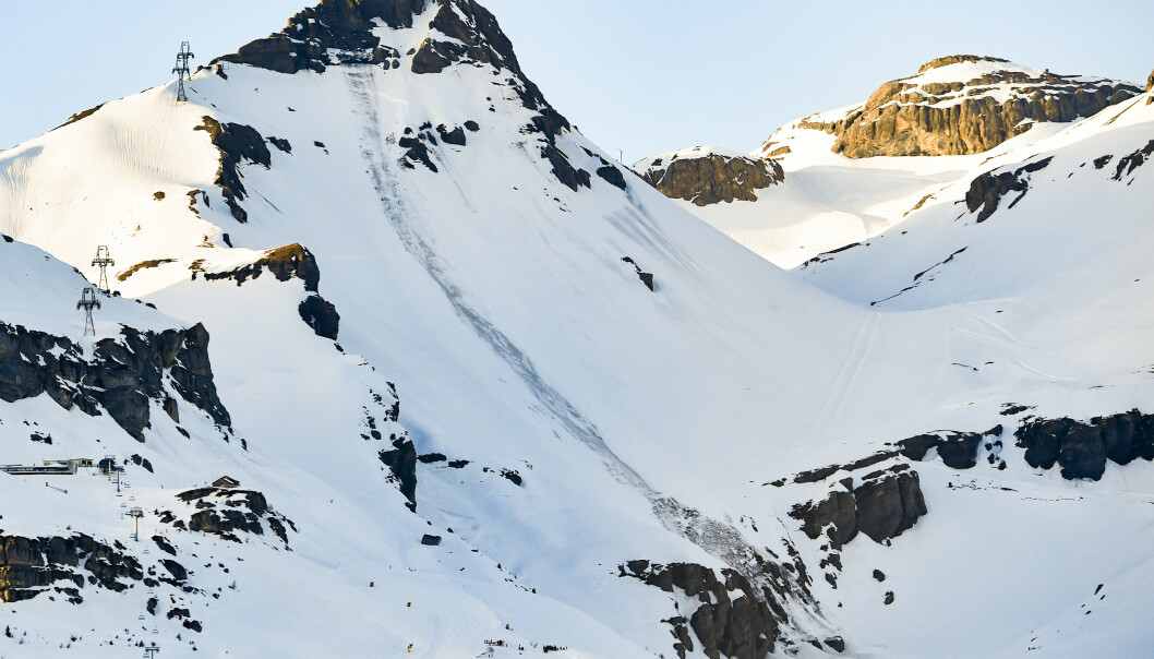 Redningsmannskaper i arbeid for å finne savnede etter et snøskred på Plaine_Morte-fjellet ved Crans- Montana. Foto: Anthony Anex / AP / NTB scanpix
