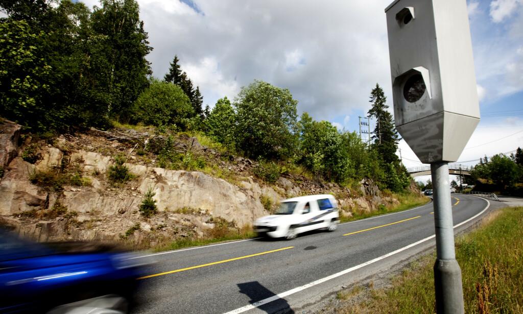FARTSMÅLING: Undersøkelser viser at fotobokser som måler snittfart redder liv. Likevel vil regjeringen kutte ned på bruken av disse. Foto: NTB Scanpix