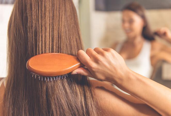 <strong>SMELTE SAMMEN:</strong> Når man blir eldre blir huden gjerne litt gråere, så da bør håret og huden smelte bedre sammen. FOTO: NTB Scanpix