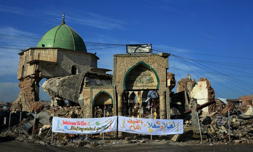 I RUINER: Slik ser moskeen al-Nuri ut i dag, to år etter at den ble ødelagt under kampene mellom IS og de internasjonale styrkene som bekjemper dem. Foto: NTB Scanpix/Zaid Al-Obeidi/AFP