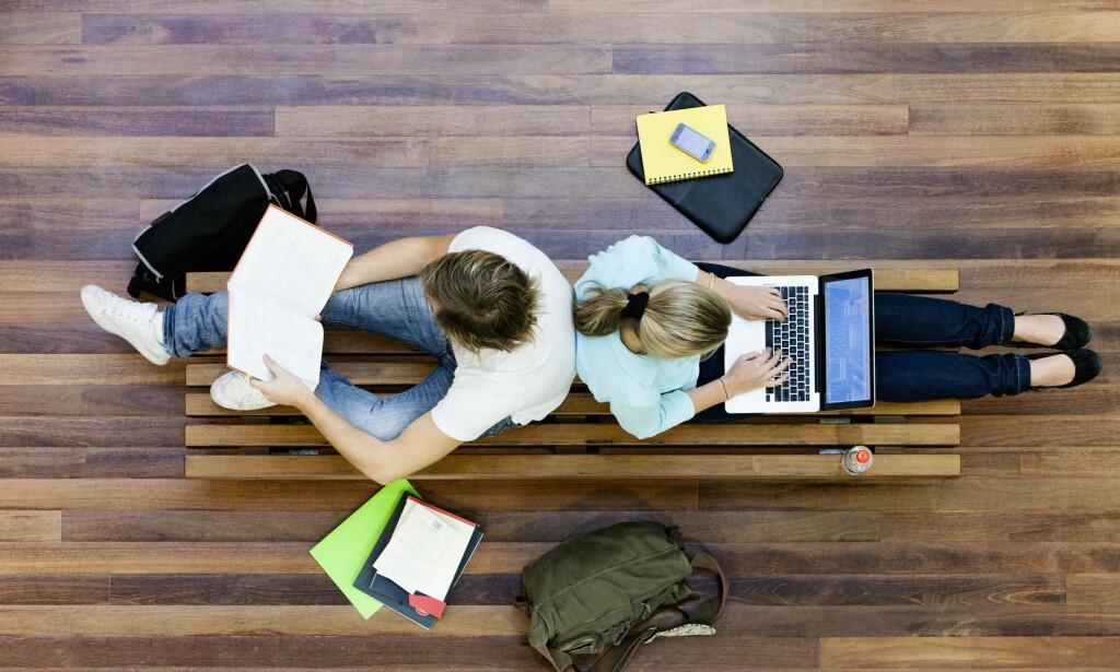STUDENTER: Hvor mange timer i uka hver student bruker på studiene varierer i stor grad, viser ny rapport. Foto: NTB Scanpix