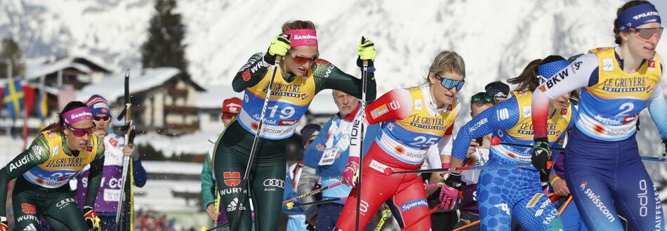 Seefeld, Østerrike 20190221. Mari Eide leder (nr. 25) under kvartfinalen i kvinnenes sprint i ski-VM i Seefeld. Foto: Fredrik Hagen / NTB scanpix