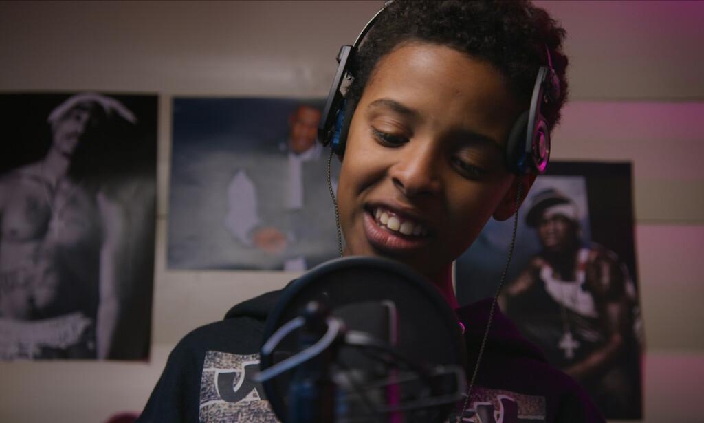 RAPPER BEATS: Abdi Karim Mohamed Sheikh som unge Jonis. Foto: Torstein Østberg / Spark AS / NRK