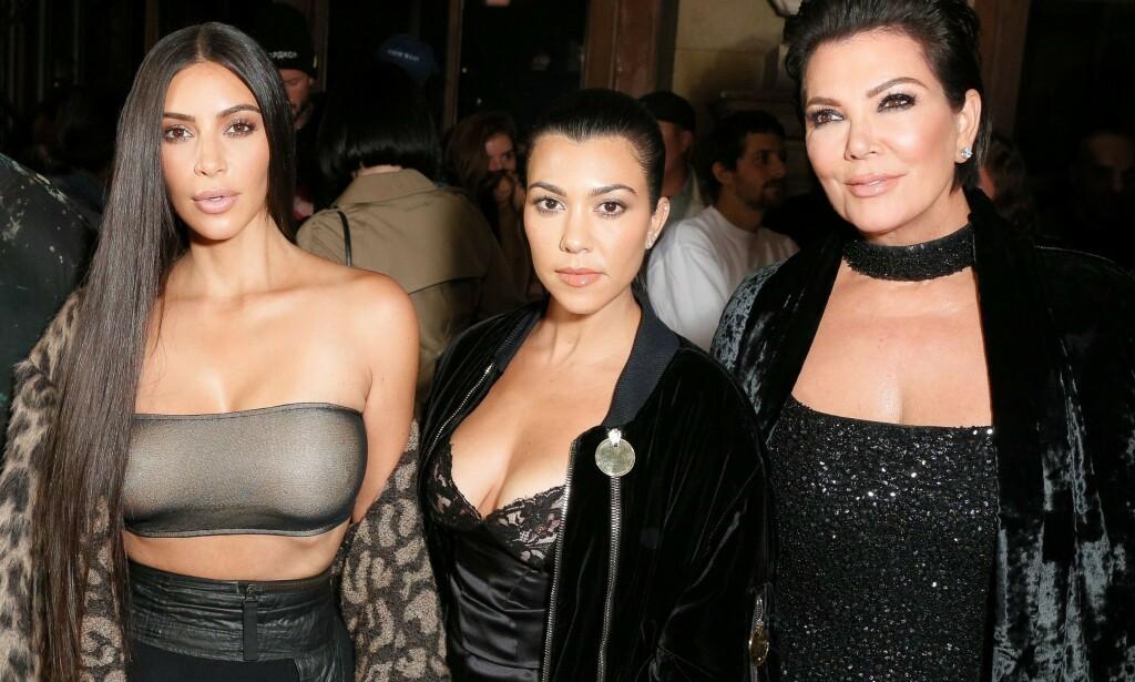DÅRLIG FORHOLD: Kris Jenner (63) skal ha et meget anstrengt forhold med søsteren sin Karen Houghton (60). De skal angivelig ikke ha sett hverandre på lang tid. Her med døtrene Kim og Kourtney Kardashian. Foto: NTB Scanpix