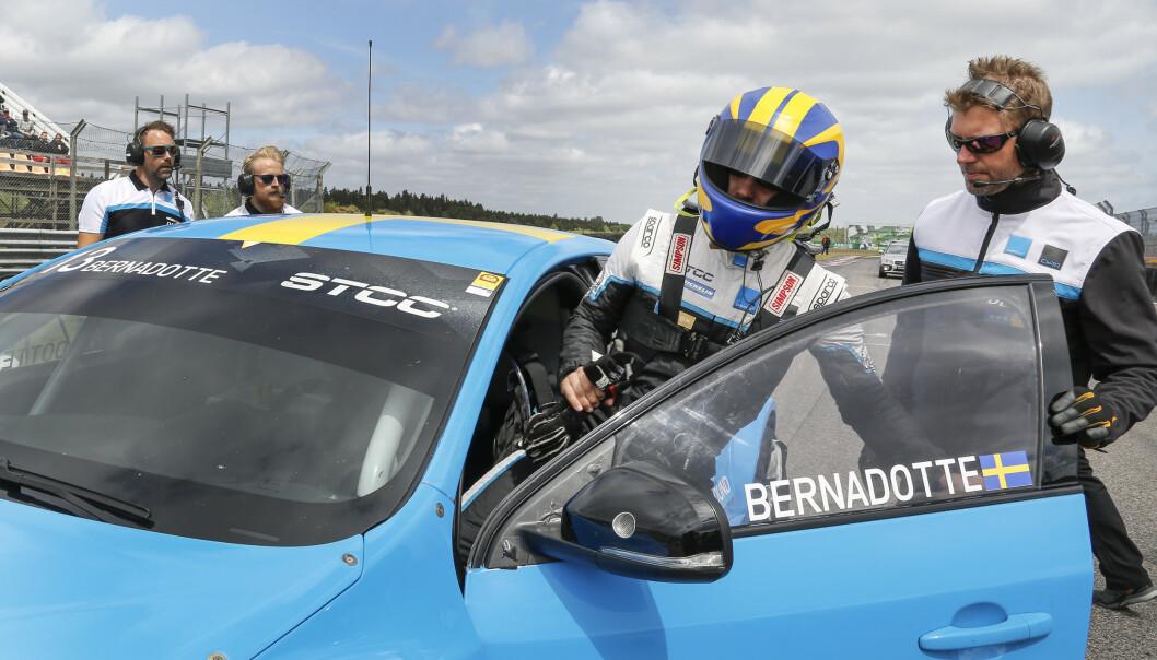 IVRIG: Prinsen har i flere år vært en ivrig motorsportutøver, og kjører for Cyan racing. Foto: NTB Scanpix