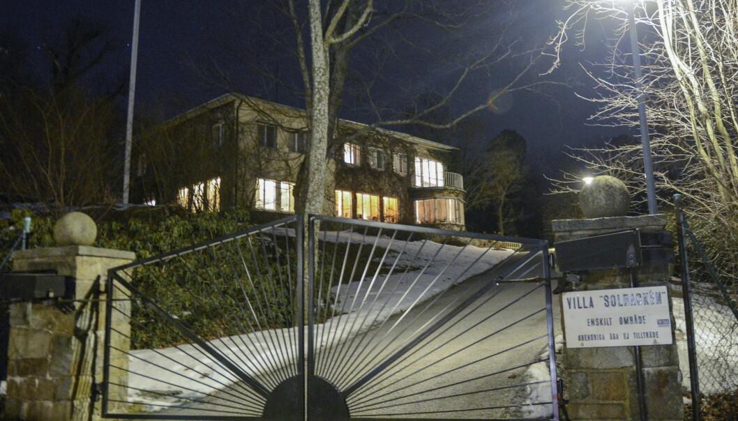 VILLALIV: Denne flotte villaen, som prins Carl Philip har arvet av sin onkel, prins Bertil, er familiens nye hjem. Foto: NTB Scanpix