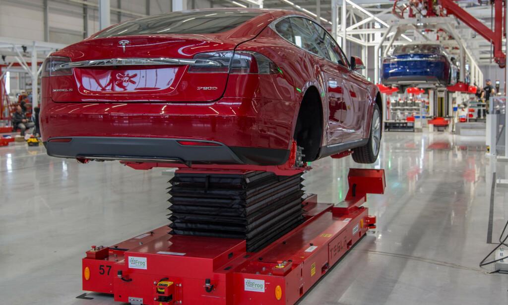 BREMSETRØBBEL: En rekke kunder av Tesla har opplevd bremsetrøbbel. Nå tar Statens vegvesen saken opp med selskapet. Foto: Fred Magne Skillebæk