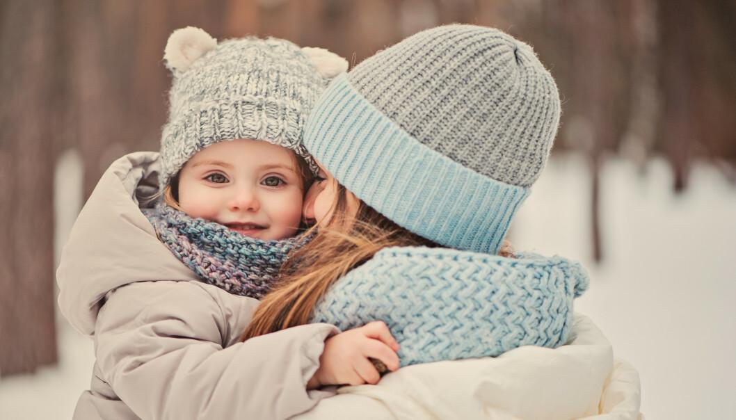FUKTIG HUD: Barn som bruker smokk, eller som sutter på klærne sine kan bli våte rundt munnen. Da er det lurt å sørge for å smøre ekstra godt en stund før dere skal ut. FOTO: NTB Scanpix