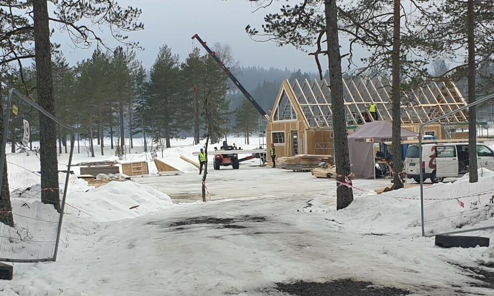 ARBEIDSPLASS: Det foregår omfattende byggeaktivitet ved Langvann i Nittedal kommune. Foto: Varingen
