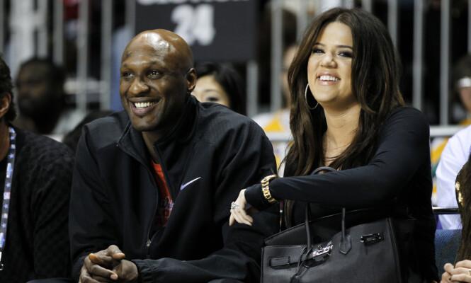 SKILT: Khloé Kardashian og Lamar Odom søkte om skilsmisse i 2013 etter et fire år som mann og kone. Her sammen under en basketballkamp i 2011. Foto: NTB Scanpix