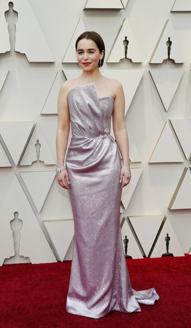 <strong>GLITTER:</strong> «Game of Thrones»-stjerna Emilia Clarke gikk for denne glitrende kreasjonen. Foto: NTB scanpix