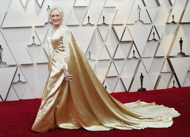 GULL: Hollywood-legenden Glenn Close matcher nattas statuetter. Foto: NTB scanpix