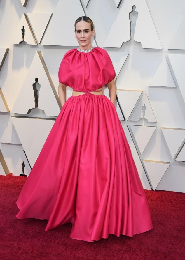 <strong>ROSA:</strong> Rosa er en av årets største trender på Oscar-løperen, her sett på Sarah Paulson. Foto: NTB scanpix
