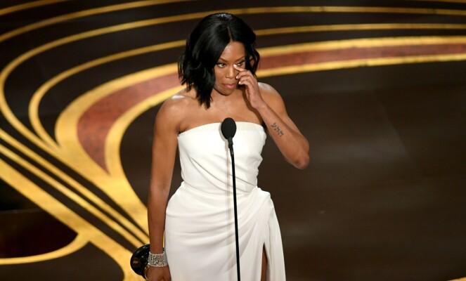 TÅREVÅTT: Regina Kings tale ble en tårevåt affære. Foto: NTB scanpix