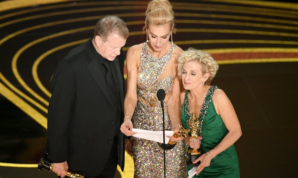 KLUSS: Det gikk helt i surr da trioen skulle takke for prisen. Foto: NTB Scanpix