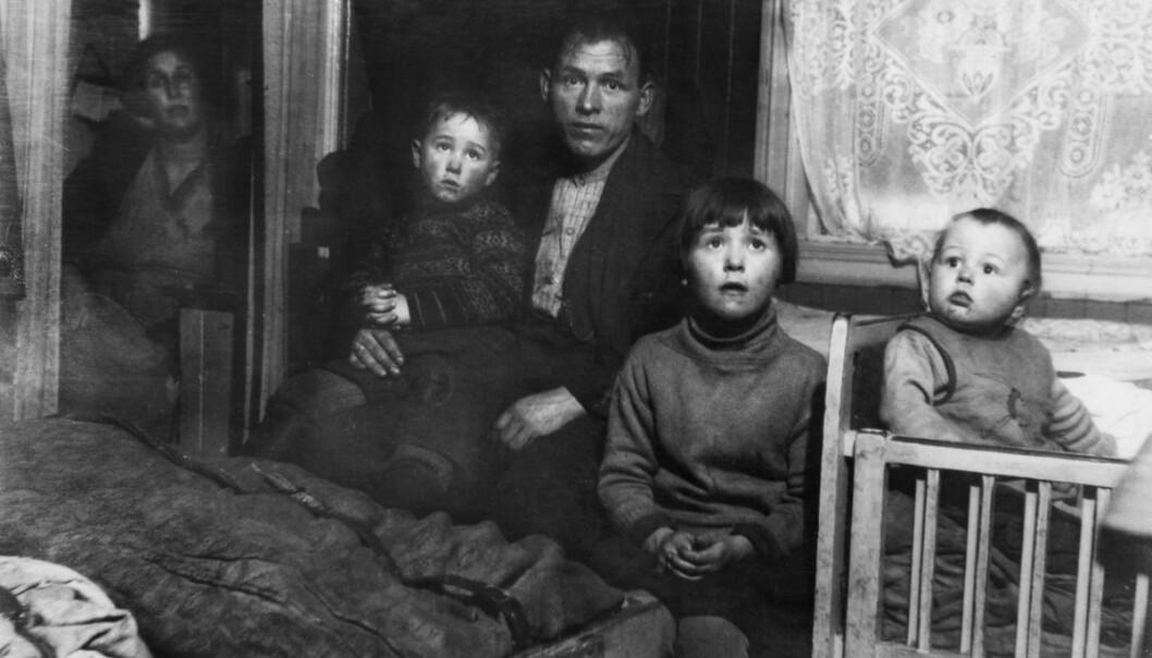 TRANGE KÅR: Nanna Broch avdekket elendige boligforhold i små, overbefolkede leiligheter. Her fra en småbarnsfamilies leilighet i Oslo. Foto: Nanna Broch/Norsk Folkemuseum