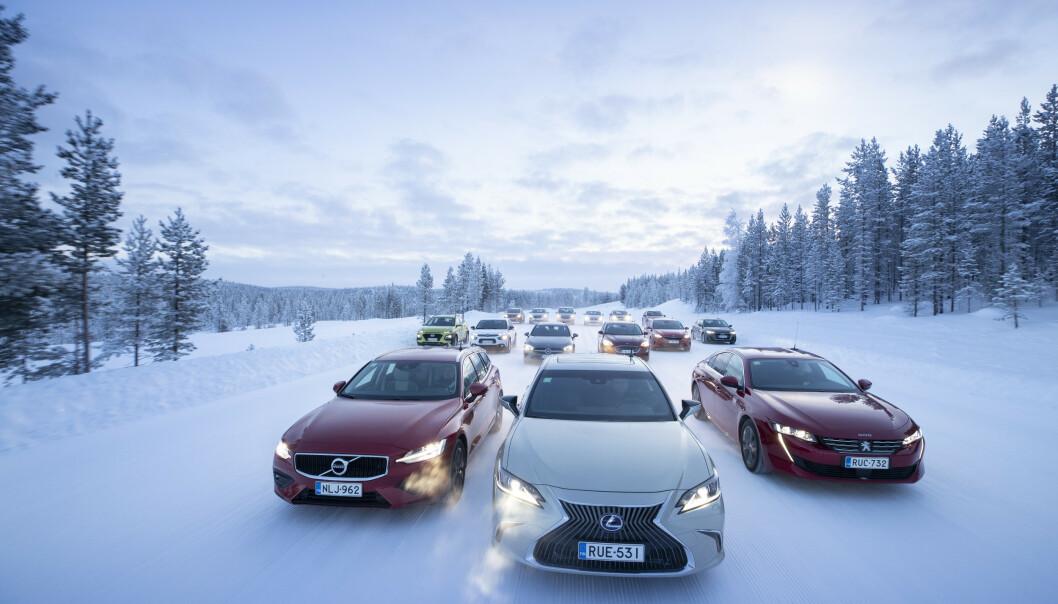 <strong>MER ENN DOBBELT:</strong> For enkelte av de 15 testbilene ligger forbruket en kald vintermorgen mer enn dobbelt så høyt som det produsenten oppgir. Foto: Markus Pentikainen