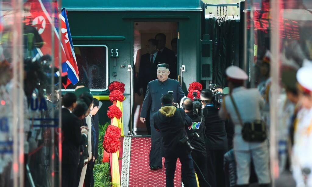 MOTTAKELSE: Kim Jong-un fikk litt av en mottakelse i byen Dong Dang på grensa til Kina. Foto: Nhac NGUYEN / AFP / NTB Scanpix