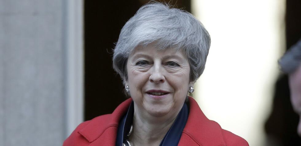 Storbritannias statsminister Theresa May på vei til Parlamentet tirsdag ettermiddag for å oppdatere om brexit. Foto: Matt Dunham / AP / NTB scanpix