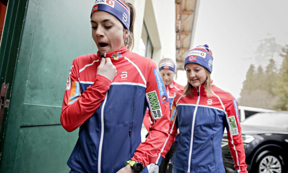 OMSORGSFULL: Selv om Heidi Weng er et stykke unna sitt beste nivå, tar hun ansvar og trøster sine utenlandske rivaler. Foto: Bjørn Langsem / Dagbladet