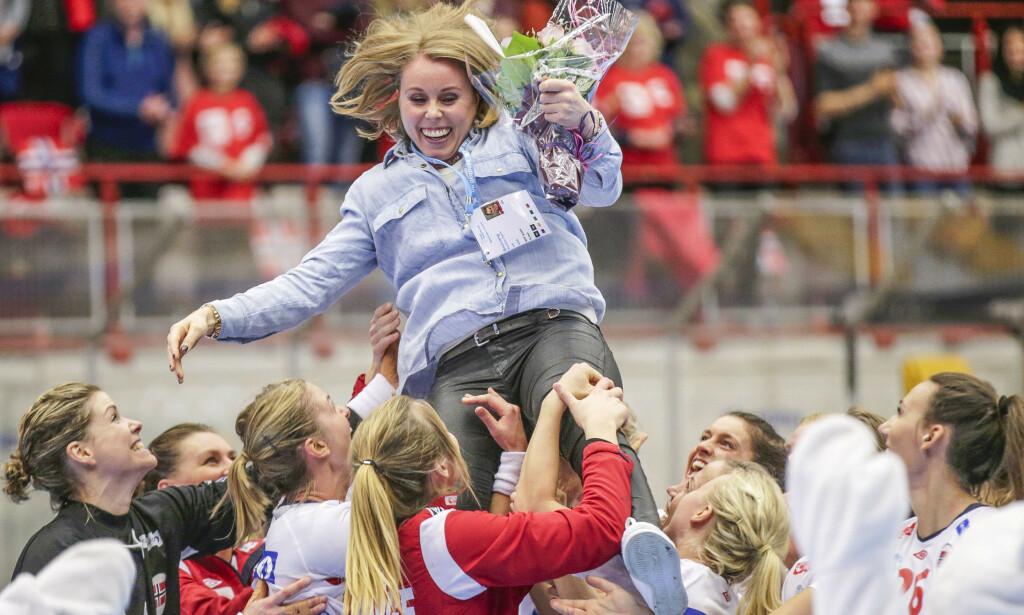 STOR KARRIERE: Karoline Dyhre Breivang avbildet under landslagsturerningen i Gjøvik i 2015, der Norge vant 31-28 over Nederland. Dyhre Breivang ble etter kampen hyllet av laget. Foto: Vidar Ruud / NTB Scanpix
