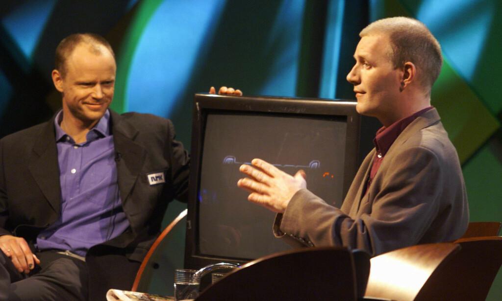 2002: Harald Eia og Bård Tufte Johansen før sending av «Åpen Post» i januar 2002. Samme år ble Eia invitert til en debatt på Chateau Neuf, «Lettvint eller nyttig? – humor som virkemiddel i samfunnsdebatten». Han takket nei. Foto: Ørn Borgen / NRK Scanpix