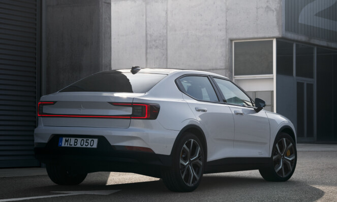 SEDAN: Polestar 2 er formet som en sedan, med fire dører. Foto: Polestar